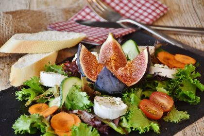 Salad appetizer with bread and cheese