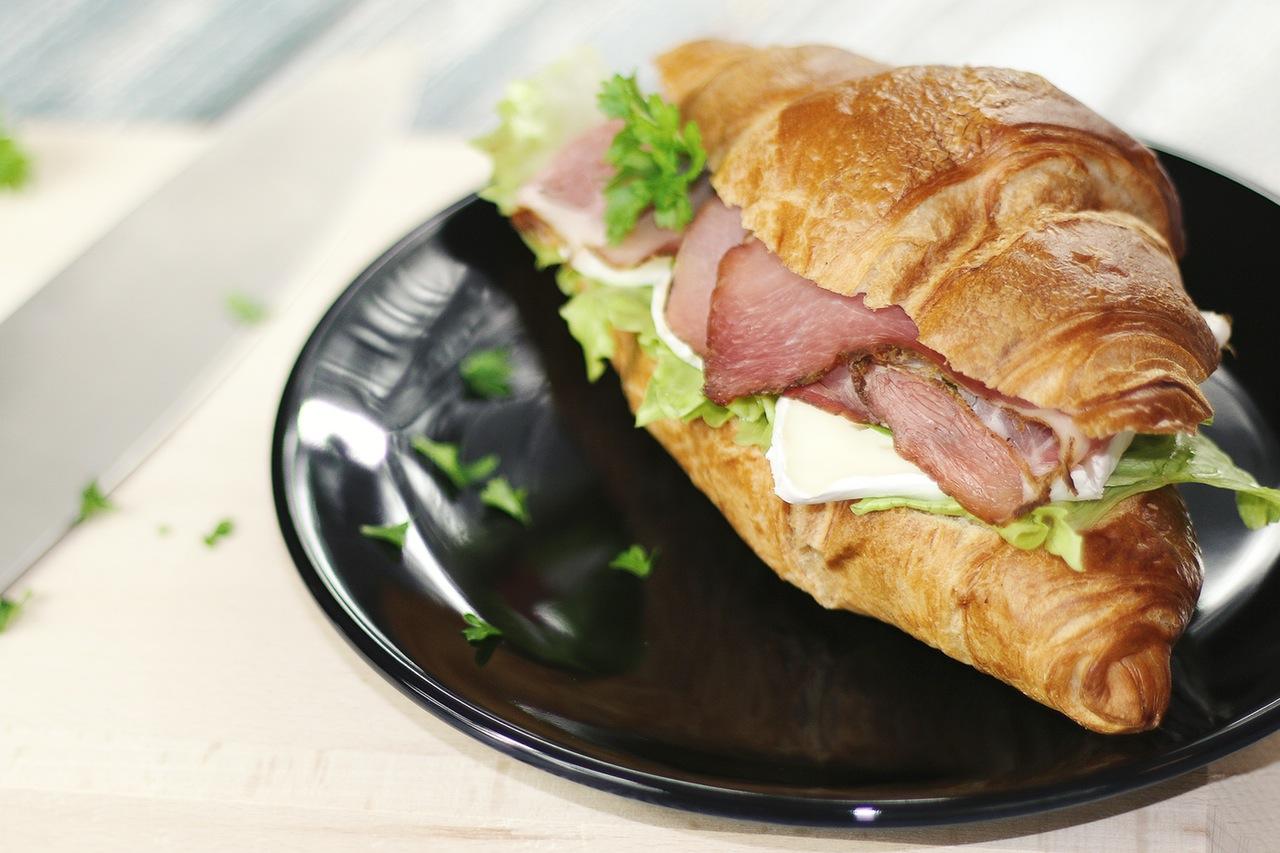 Serving the sandwich